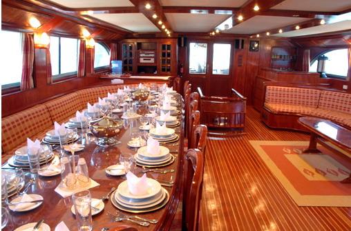 Египет дайвинг сафари яхта M/Y Blue Fin столовая