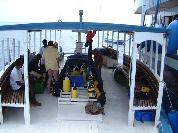Мальдивы дайвинг сафари яхта M/Y Carina dive deck