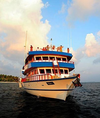Мальдивы дайвинг сафари яхта M/Y Carina