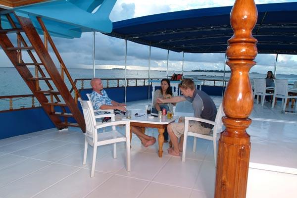 Мальдивы дайвинг сафари яхта M/Y Carina sun deck