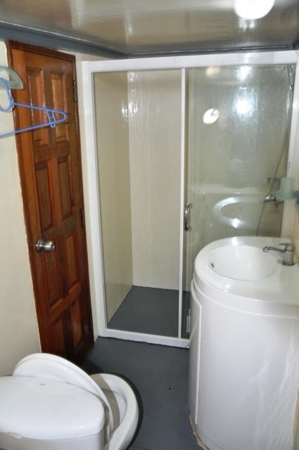 дайвинг сафари мальдивы туалет на лодке M/Y Eagle стандартная каюта
