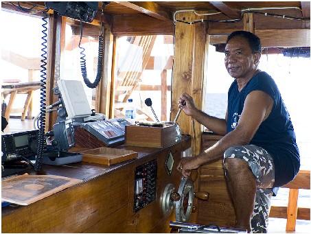 Индонезия дайвинг сафари яхта S/M/Y Felicia капитанский мостик