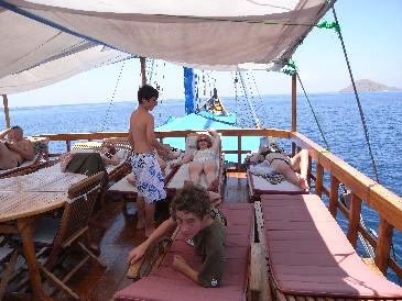 Индонезия дайвинг сафари яхта S/M/Y Felicia sun deck