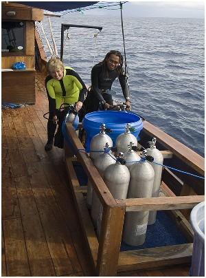 Индонезия дайвинг сафари яхта S/M/Y Felicia dive deck