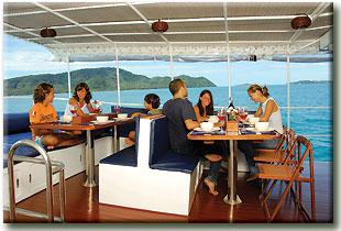 Таиланд дайвинг сафари яхта M/Y Giamini столовая на открытом воздухе