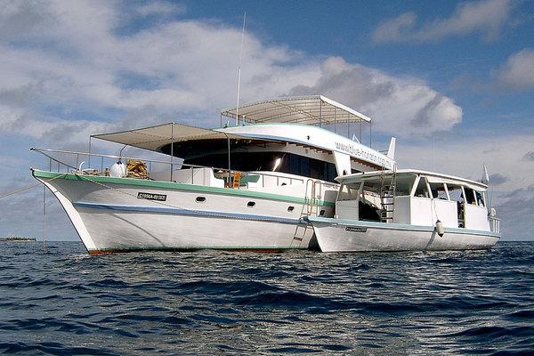 дайвинг сафари мальдивы лодка Horizon II вместе с дони