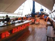 Индонезия дайвинг сафари яхта S/M/Y Moana top deck