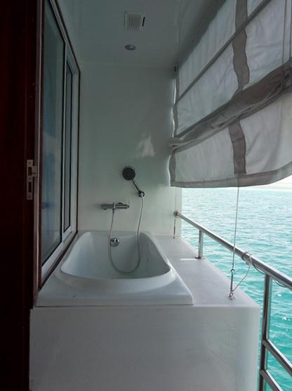 дайвинг сафари мальдивы MV Mozaique ванна на балкончике