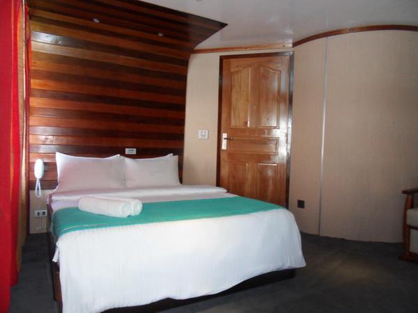 дайвинг сафари мальдивы яхта mv Mozaique каюта на верхней палубе с балкончиком тип double D