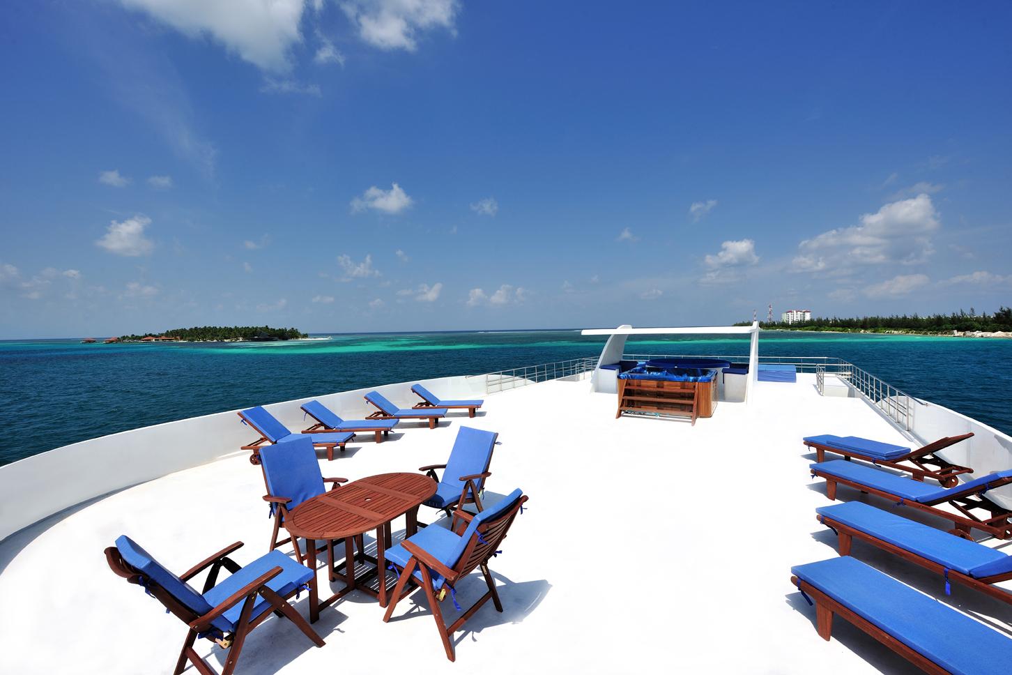 дайвинг сафари яхта Mozaique солнечная палуба