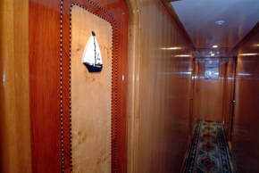 Египет дайвинг сафари яхта M/Y Obsession коридор на нижней палубе