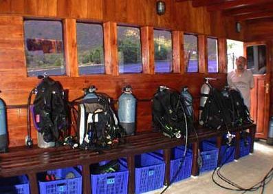 Индонезия дайвинг сафари яхта S/M/Y Ondina dive deck