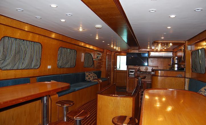 дайв сафари лодка M/Y Patriot салон
