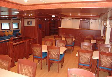 Красное море Судан дайвинг сафари яхта M/Y Royal Evolution столовая
