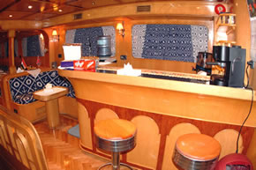 Египет дайвинг сафари яхта M/Y Sea Serpent бар