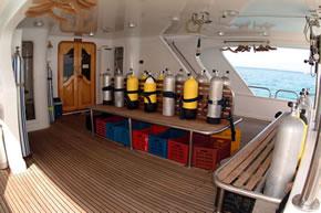 Египет дайвинг сафари яхта M/Y Sea Serpent dive deck
